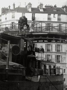 #photo Quai de Jemmapes à #Paris10 (1970) par Robert Doisneau #PEAV @Menilmuche @aubordducanal @ParisHistorique