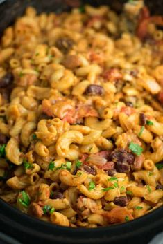 This Slow Cooker Vegetarian Chili Mac Recipe is made all in the crockpot (even the noodles! A super easy vegetarian crockpot recipe to feed a crowd. Potluck Recipes, Healthy Crockpot Recipes, Veg Recipes, Pasta Recipes, Kitchen Recipes, Strip Steak, Tilapia, Portobello, Vegetarian Chili Mac Recipe
