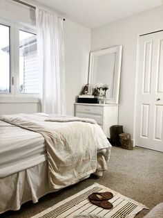 Small bedroom ideas for couples, elegant small bedroom ideas for apartments or smaller homes to maximize on space and layout #homedecor #decorideas #decortips #bedroomideas