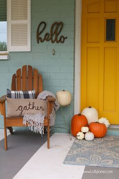 """Bright and cheery EASY fall porch decorating tips! Plus FREE fall printable """"Gather with a Grateful Heart"""""""