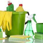 Como limpar paredes! - Solução de Limpeza: Para você começar a limpeza será preciso fazer uma solução caseira, então misture em 3,5 litros de água quente, 1/2 xícara (chá) de vinagre branco, 1 xícara (chá) de amônia, 1/4 xícara (chá) de bicarbonato e misture bem. Aplicar com esponja e secar com um pano limpo e seco.