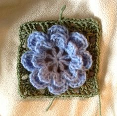 Lovely flower granny square! Perfect to make into a blanket, pillow, seat cushion, etc.