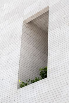 Tehran-based practice CAAT Studio has completed a house for a local stone seller in the city of Mahallat, Iran, with a facade made from local travertine. Metal Facade, Concrete Facade, Stone Facade, Stone Cladding Exterior, Minimalist Architecture, Facade Architecture, Chinese Architecture, Futuristic Architecture, Building Facade