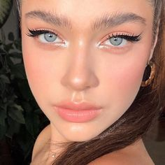 Best Winter Makeup Looks For Your Inspiration; Makeup Looks; Winter Makeup Looks; Smoking Eye Makeup Looks; Trendy Makeup Looks; Latest Makeup Looks; Makeup Trends, Makeup Inspo, Makeup Inspiration, Makeup Ideas, Makeup Designs, Makeup 101, Makeup Hacks, Makeup Products, Beauty Products