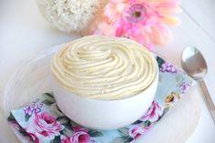 Caratterizzata dall'estrema leggerezza e dalla facilità di preparazione, la crema chantilly è una delle creme più adatte a farcire le torte a base di pan di spagna. La