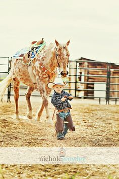 Omg so adorable I love seeing little with big horses ♡♥♡♥ people dont realize that larger horses are usually alot more trust worthy then a pony.