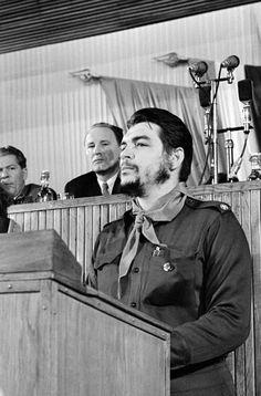 "marxist hipsters never die - thesweetrevolutionary: "" Real revolutionaries. Che Guevara Quotes, Che Guevara Images, Che Quevara, Banksy Images, Pablo Emilio Escobar, Cuba History, Trinidad, Ernesto Che Guevara, Elliott Erwitt"