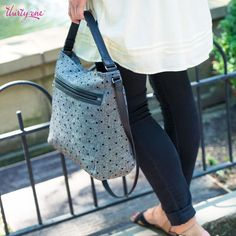 The Everything Crossbody in Black Tweed Dot has three interior pockets to keep all the smaller items from getting lost in your purse! #mythirtyone #thirtyonegifts #CasualFriday #purses #wallets #JewellByThirtyOne #giftsforher #giftideas #31gifts #31share #31uses #EverythingCrossbody #BlackTweedDot