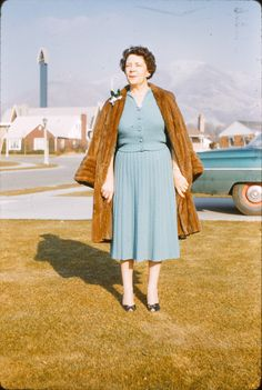 """"""" Herbert...will you please take the @!$%%@ picture....August is the wrong time of year to wear my fur."""" Elsie said. Fifties Fashion, Vintage Fashion, Vintage Photographs, Vintage Photos, Vintage Family Pictures, Proper Attire, Moda Retro, Vintage Mode, Women In History"""