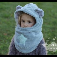 Cagoule à oreilles grise doublure tons gris ou bleus Ewing Patterns, Bonnet Hat, Hooded Scarf, Baby Makes, Christmas Costumes, Balaclava, Kids Hats, Baby Patterns, Animals And Pets