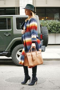 Pregnant Rosie Huntington-Whiteley street style in New York City (April 2017). #celebrity #celebritystyle #fashion #rosiehuntingtonwhiteley #overthekneeboots #fabfashionfix