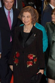 Queen Sofia of Spain attends the 'Vicente Ferrer' premiere at the Callao cinema on January 8, 2014 in Madrid, Spain.