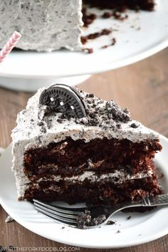 """This gluten free chocolate cookies and cream cake is a crowd pleasing dessert! It's made with a gluten free chocolate cake base, frosted with gluten free cookies and cream buttercream, and garnished with gluten free chocolate sandwich cookies (aka """"Oreos""""). It's tender, moist, and nobody will know it's actually gluten free! Easy dessert recipe from @whattheforkblog 