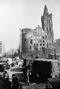 Части Советской Армии в немецком городе Кёнигсберге. 1945 г