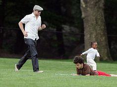 I love that photo so much, how funny and cute <3 Brad Pitt and Zahara Jolie-Pitt