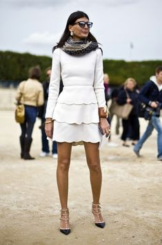 I cannot get over how much I absolutely adore this scalloped Valentino dress on the ever-fabulous Italian Vogue editor, Giovanna Battaglia. Although, this dress may be a few years old (from the Fall 2010 collection) Chic Chic, Mode Chic, Mode Style, Valentino Dress, Valentino Rockstud, Rockstud Shoes, Style Work, Style Me, Womens Fashion