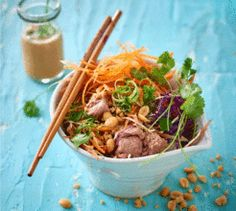 This no-cook tuna pad thai is low carb and full of with nutrients. Easy Recipes, Easy Meals, Japchae, Tuna, Salads, Low Carb, Yummy Food, Cooking, Ethnic Recipes