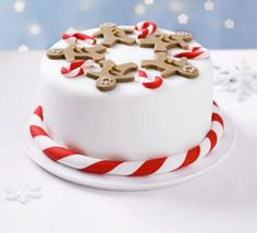 christmas cake our step-by-step guide to icing a fruitcake with white fondant and marzipan, then decorate with smiling gingerbread men and cute candy canes Christmas Cake Designs, Christmas Cake Decorations, Christmas Cupcakes, Holiday Cakes, Christmas Desserts, Christmas Treats, Xmas Cakes, Christmas Candy, Holiday Treats