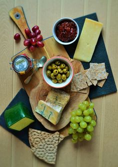 A guide to building the perfect cheeseboard including cheese, pickles, fruit, biscuits, storage and presentation. Great for Christmas and New Year. www.tinnedtomatoes.com