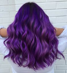 Cabelo roxo vibrante shared by Eh Allire on We Heart It Bright Purple Hair, Lilac Hair, Hair Color Purple, Hair Dye Colors, Cool Hair Color, Purple Ombre Hair Short, Brown Hair With Purple, Deep Purple Hair, Vivid Hair Color