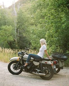 Lounoutin's, the sweetest girl, and the Ural. It's not bad! #mamiya #mamiyadsx1000 #portra400 #findlab #uralmotorcycle
