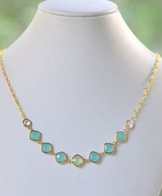 Fashion Jewel Statement Necklace in Shades of Turquoise and Mint. Gold Jewel…