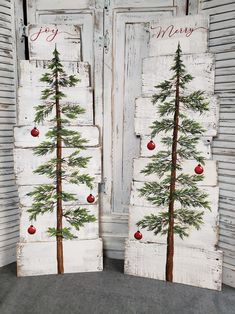 Wooden Christmas Decorations, Christmas Wood Crafts, Christmas Tree Painting, Christmas Signs Wood, Christmas Projects, Holiday Crafts, Christmas Holidays, Pallet Wood Christmas Tree, Farmhouse Christmas Trees