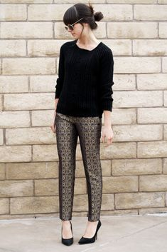 If you love a brocade fabric, then you will like any brocade pieces of clothes! Today I want to tell you about brocade trousers that look chic, elegant and so expensive. Lets see some amazing outfits with them. Look Girl, Winter Stil, Professional Attire, Street Style, Printed Pants, Patterned Pants, Work Wardrobe, Office Outfits, Work Attire