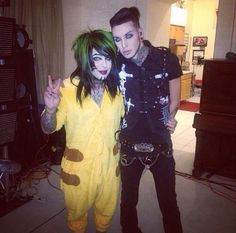 What's Dahvie wearing?? XD