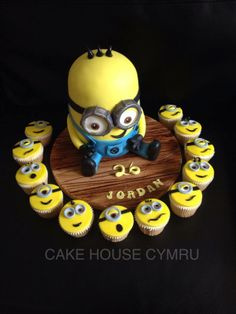 #Minion Cake with cupcakes