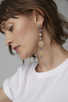 Pandora Jewelry OFF!>> Colette Jewelry Chameleon Gold Enamel and Diamond Single Earring Cute Jewelry, Unique Jewelry, Jewelry Accessories, Fashion Accessories, Jewelry Design, Fashion Jewelry, Unique Earrings, Crystal Earrings, Crystal Jewelry