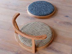 Japanese Table, Japanese Home Decor, Japanese House, Meditation Chair, Meditation Corner, Low Dining Table, Chair Design, Furniture Design, Japanese Living Rooms