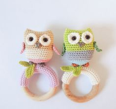 Crochet pattern rattle / teething ring little owls - Amigurumi pattern teething Rings Crochet Baby Toys, Crochet Amigurumi, Crochet Bear, Free Crochet, Amigurumi Tutorial, Beginner Crochet Projects, Crochet For Beginners, Crochet Hook Sizes, Baby Rattle