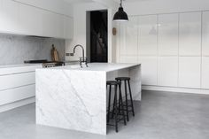 Kitchen: white handleless cabinets, pale grey and white marble splashback and benchtops, island with waterfall, grey polished concrete floor, black ba. Interior Exterior, Kitchen Interior, New Kitchen, Kitchen Black, Kitchen Modern, Kitchen Ideas, Interior Design, Grey Flooring, Kitchen Flooring
