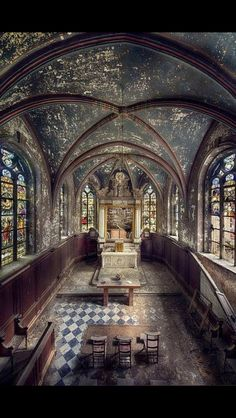 old abandonned & crippy chapel