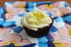 Passion Fruit Cupcakes with Vanilla Passion Frosting and Coconut Cake Frosting Recipe, Cupcake Icing, Frosting Recipes, Cupcake Cakes, Fruit Cupcakes, Pumpkin Spice Cupcakes, Flower Cupcakes, Easy Cupcake Recipes, Easy Desserts