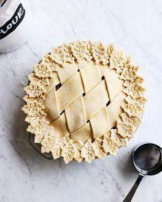 Pie crust recipe pies before guys pie tops, all butter pie crust, sweet . Pie Crust Recipes, Tart Recipes, Recipe For Allspice, Beautiful Pie Crusts, Lattice Pie Crust, Super Torte, Pie Crust Designs, All Butter Pie Crust, Pie Decoration