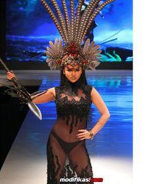 wisbenbae: Gaun transparan Dewi persik