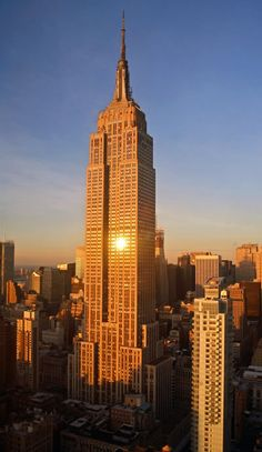 Empire State Building, Manhattan, New York City, USA, the Art Deco skyscraper is New York's most popular landmark and a symbol for the American way of life, rose during the Great Depression to the then tallest building in the world