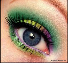 Mardi Gras makeup, green, gold, and purple! Wouldn't look good in me but it looks cool on this chick! Makeup Geek, Love Makeup, Makeup Tips, Beauty Makeup, Makeup Looks, Hair Makeup, Makeup Ideas, Purple Makeup, Beauty Tips