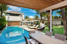 Tropical House Design in Maui by Pete Bossley Architects.this is what I miss about living in Florida! Palm trees and pool life! Modern Tropical House, Tropical House Design, Tropical Beach Houses, Dream Home Gym, Dream Home Design, Dream House Plans, Minimalist House Design, Minimalist Home, Modern House Design