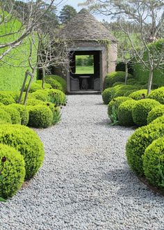 Striking Formal Garden Projects For Your Outdoor Enjoyment Are You Inspired? Visit Us For More Foraml Garden InspirationsAre You Inspired? Visit Us For More Foraml Garden Inspirations Formal Garden Design, Garden Landscape Design, Garden Landscaping, Diy Garden, Garden Projects, Garden Paths, Walkway Garden, Garden Hedges, Shade Garden