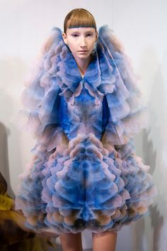 Iris Van Herpen Couture Spring 2020 Fashion Show Backstage Iris Van Herpen Couture Spring 2019 Fashion Show Backstage. Designer looks from the Spring 2019 Couture runway shows from Paris Couture Fashion Week Weird Fashion, High Fashion, Fashion Show, Fashion Outfits, Timeless Fashion, Fashion Fashion, Couture Fashion, Runway Fashion, Fashion Spring