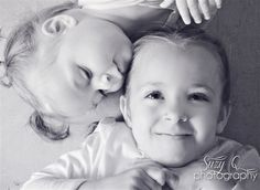 Suzy Q Photography sisterly love