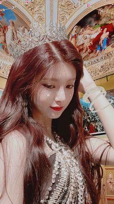 Kpop Girl Groups, Kpop Girls, K Pop, Gif Dance, Cute Korean Girl, Aesthetic Makeup, Pop Group, Idol, Beauty Women