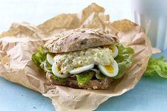 10 herlige langpannekaker Bagels, Hamburger, Protein, Sandwiches, Food And Drink, Baking, Ethnic Recipes, Bakken, Bread