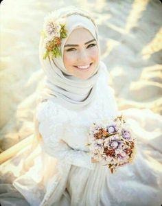 Muslim Wedding Dress with Sleeves Hijabi Wedding, Muslimah Wedding Dress, Muslim Brides, Pakistani Wedding Dresses, Bridal Dresses, Wedding Gowns, Wedding Cakes, Muslim Couples, Hijab Style