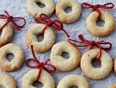 Nok verdens bedste vaniljekranse Christmas Goodies, Christmas Fun, Xmas, Danish Cake, Driving Home For Christmas, Pastry School, Bread Cake, No Bake Desserts, Bagel
