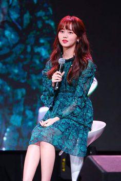 Name: Kim So Hyun Born: 4 June 1999 Birthplace: Australia❤️ Nationality: South Korean Height: Kim So Hyun Fashion, Korean Fashion, Kim Sohyun, Cute Korean Girl, Frock Design, Lee Jong Suk, Korean Actresses, Korean Celebrities, Korean Beauty