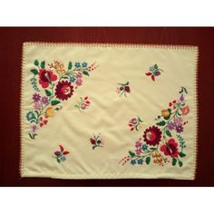 Hand-embroidered vintage pillow case, with Kalocsa (Hungarian) embroidery Chain Stitch Embroidery, Cross Stitch Fabric, Learn Embroidery, Hand Embroidery Designs, Embroidery Thread, Floral Embroidery, Embroidery Patterns, Butterfly Embroidery, Modern Embroidery